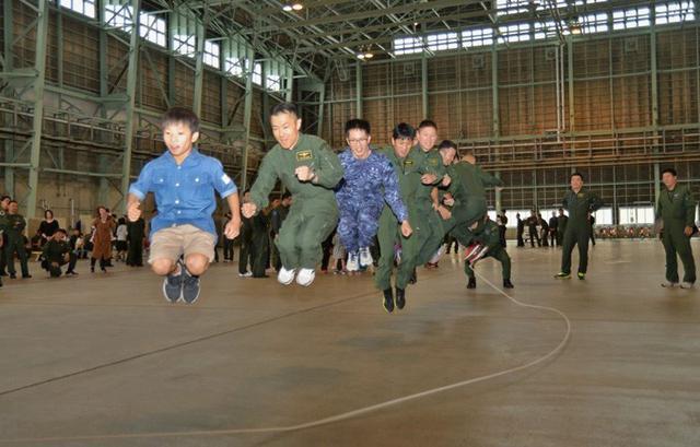 画像2: 開隊12周年 家族と共に祝う|海自八戸航空基地