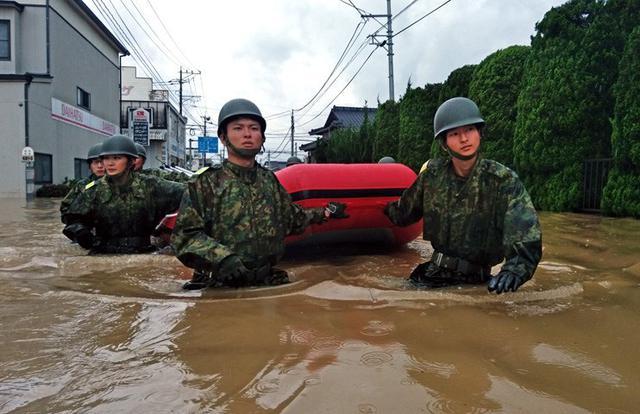 画像1: 佐賀県 豪雨災派に1万人強出動|久留米駐屯地