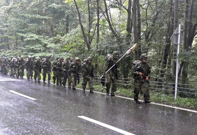 画像3: 新隊員が乗鞍岳で35キロ夜間行進|松本駐屯地