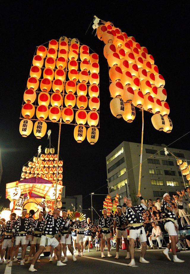 画像1: 「秋田竿燈まつり」で力強く演技|秋田駐屯地