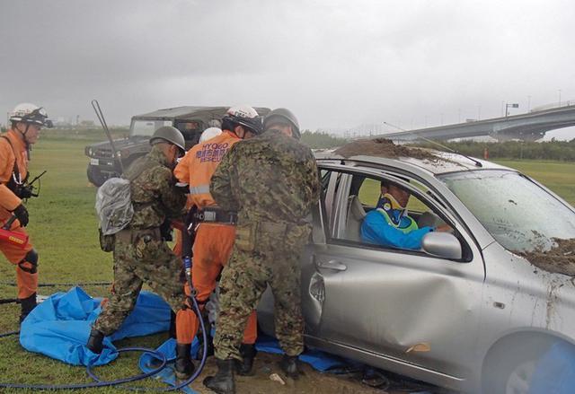 画像2: 総合防災訓練で関係機関と連携|伊丹駐屯地
