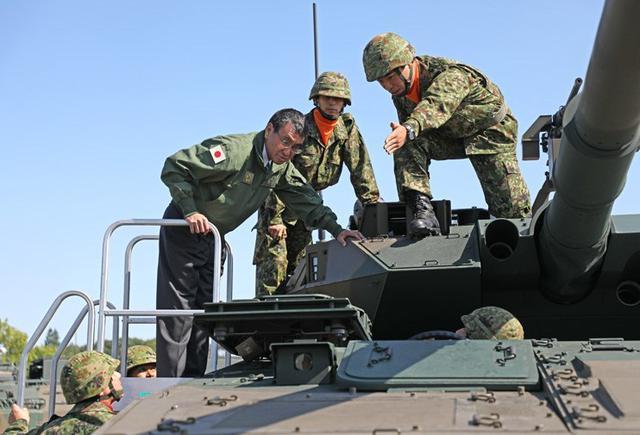 画像5: 河野防衛大臣 部隊視察|陸自11旅団