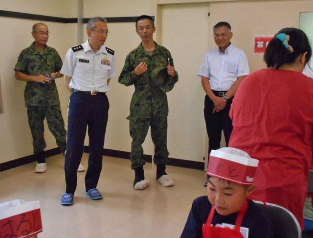 画像2: 移動図書館・親子サンドイッチ教室開催|福島駐屯地