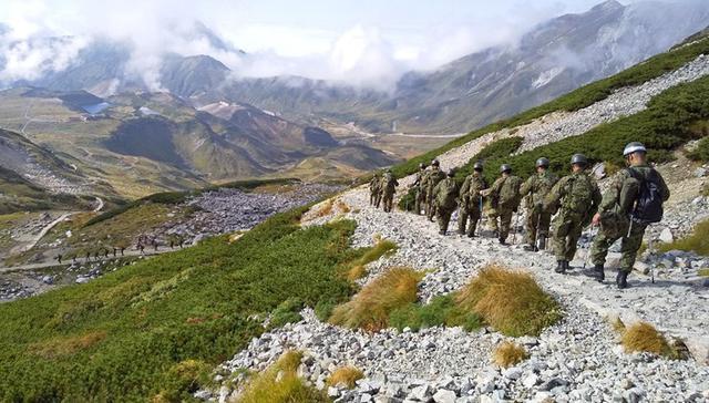 画像: 噴火災害に備え徒歩機動訓練|金沢駐屯地