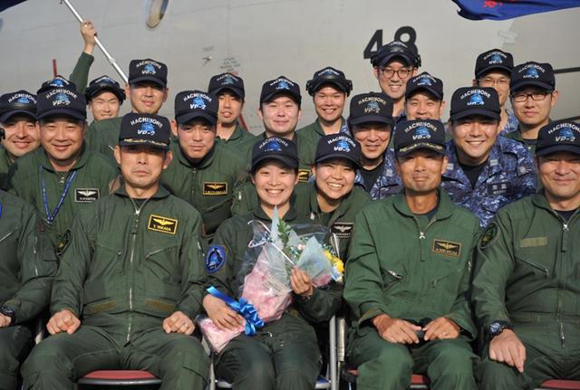 画像1: 2空隊で初のP3C女性機長|海自八戸航空基地