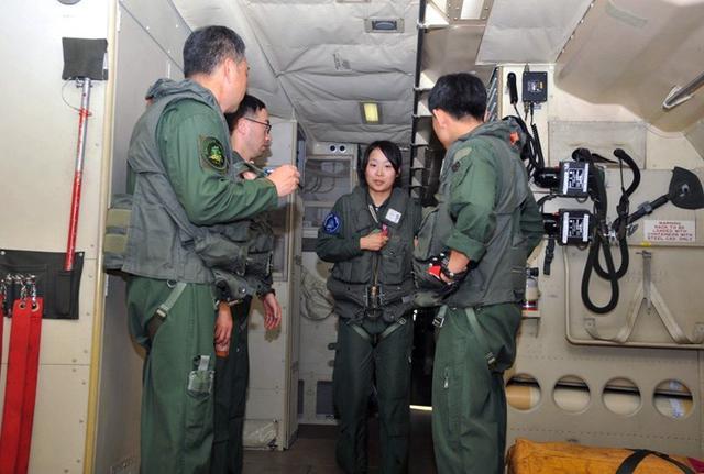 画像2: 2空隊で初のP3C女性機長|海自八戸航空基地