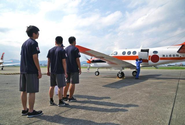 画像4: 中高生がパイロット訓練を体験|海自徳島教育航空群