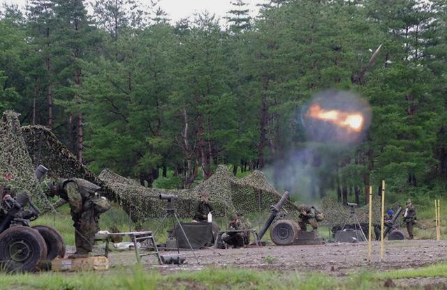 画像1: 実射撃訓練を検閲|海田市駐屯地