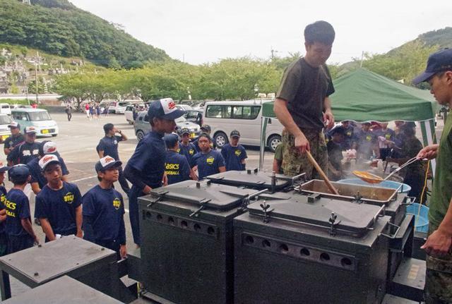 画像7: 離島甲子園でカレー600食振る舞う|対馬警備隊