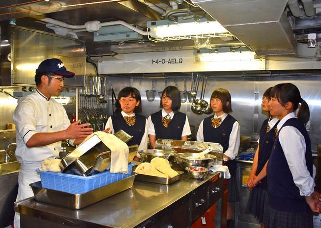 画像3: 掃海艇はつしま公開、女子高生が1日艇長|岩手地本