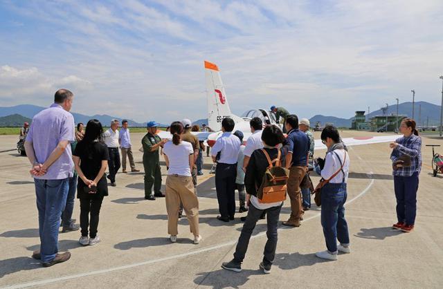 画像3: ヘリ体験搭乗に170人|空自防府北基地