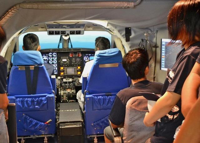 画像1: 中高生がパイロット訓練を体験|海自徳島教育航空群