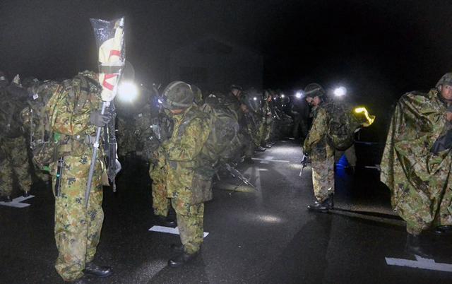 画像2: 新隊員が乗鞍岳で35キロ夜間行進|松本駐屯地