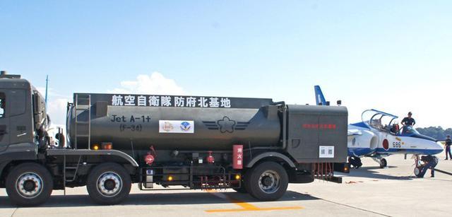 画像2: 民間空港で飛行展示、燃料給油支援|空自防府北基地