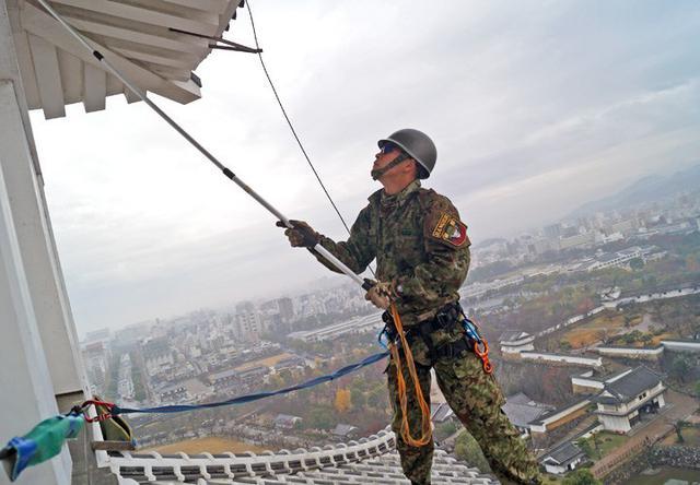 画像6: 「姫路城クリーン作戦」に隊員500人|姫路駐屯地