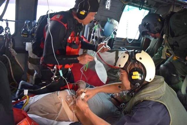 画像5: 航海中の客船から患者を緊急搬送|海自21空群