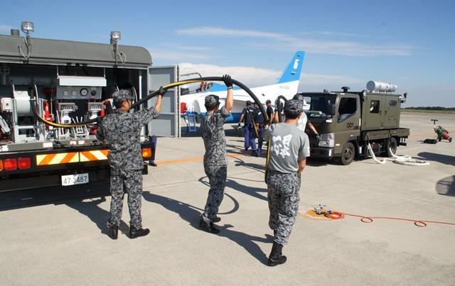 画像3: 民間空港で飛行展示、燃料給油支援|空自防府北基地