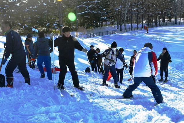 画像3: 曹友会35人 スキー山づくり|美唄駐屯地