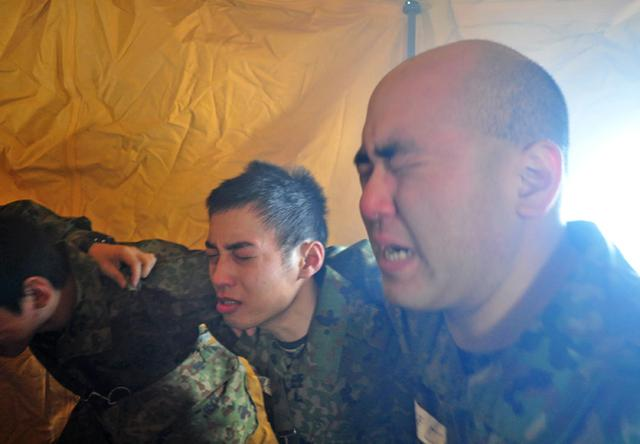 画像6: 自衛官候補生、催涙ガス体験|青森駐屯地
