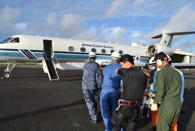 画像6: 航海中の客船から患者を緊急搬送|海自21空群