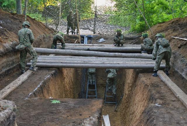 画像5: 敵の妨害に対処しながら受閲|北千歳駐屯地