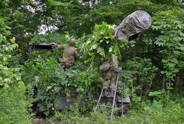 画像3: 敵の妨害に対処しながら受閲|北千歳駐屯地