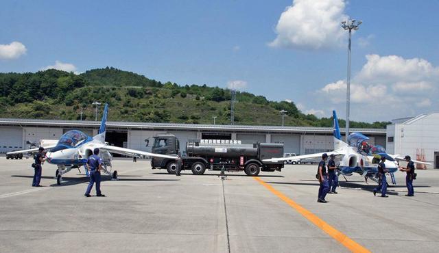画像1: 民間空港で飛行展示、燃料給油支援|空自防府北基地