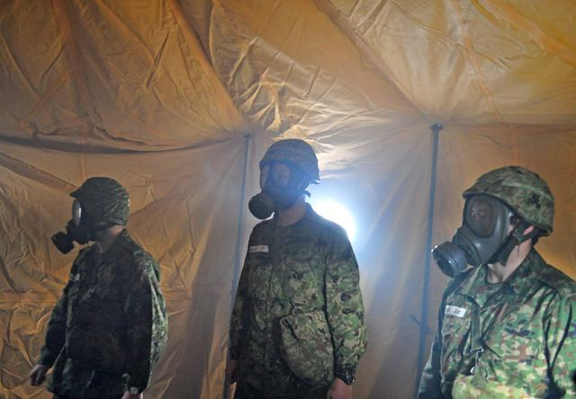 画像1: 自衛官候補生、催涙ガス体験|青森駐屯地