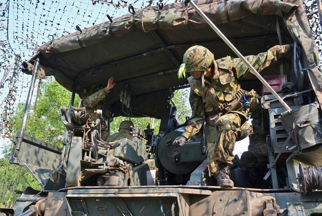 画像6: 敵の妨害に対処しながら受閲|北千歳駐屯地