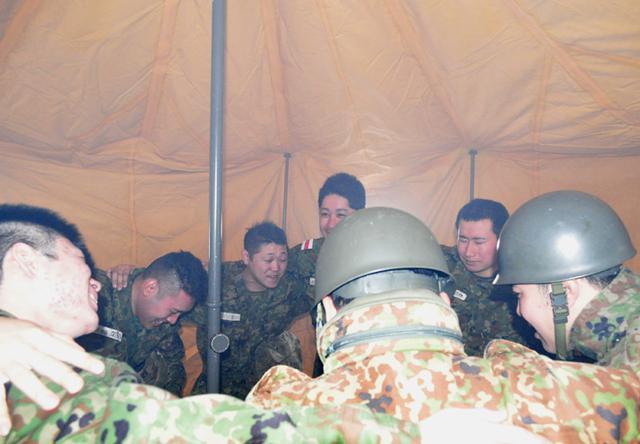 画像5: 自衛官候補生、催涙ガス体験|青森駐屯地