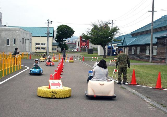 画像2: 記念行事で車両試乗が人気博す|苗穂分屯地