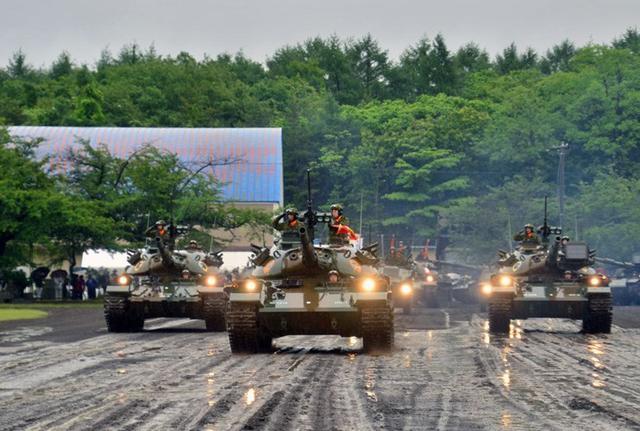 画像1: 東北で唯一の戦車部隊が訓練披露|岩手駐屯地