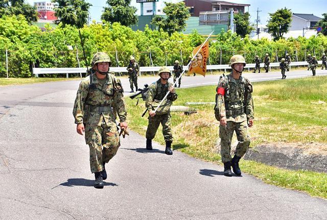 画像3: 自衛官候補生87人、25キロ完歩|守山駐屯地