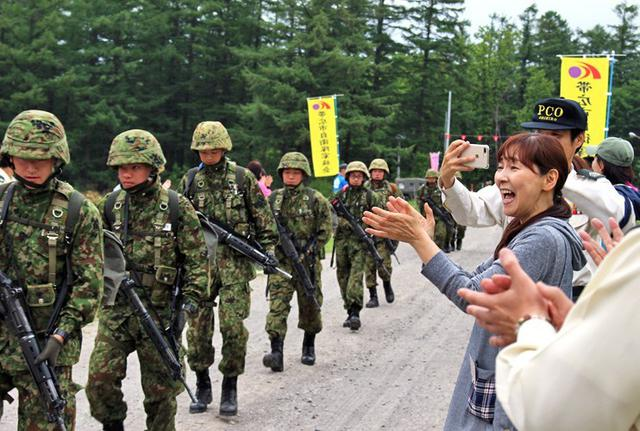 画像2: 曹候生25キロ行進を家族会が激励|帯広地本