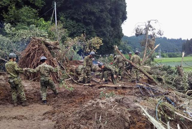 画像7: 九州南部大雨災害に200人出動|国分駐屯地