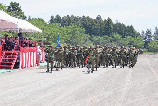 画像3: 記念行事で迫力の模擬戦闘|板妻駐屯地