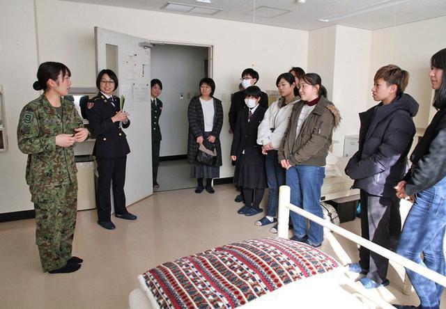画像3: 女性限定見学会で女性駐屯地司令が講話|岩手地本