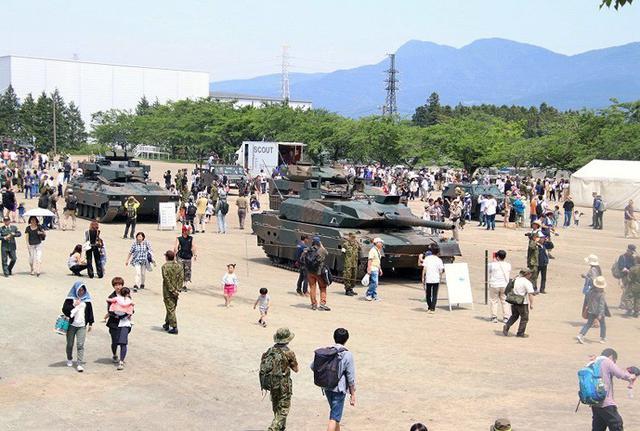 画像9: 記念行事で迫力の模擬戦闘|板妻駐屯地