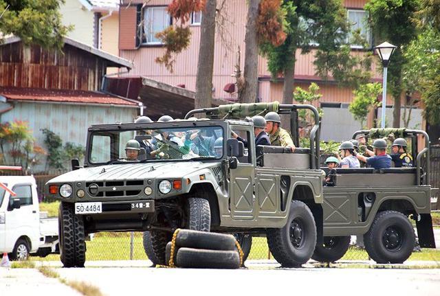 画像8: 記念行事で迫力の模擬戦闘|板妻駐屯地