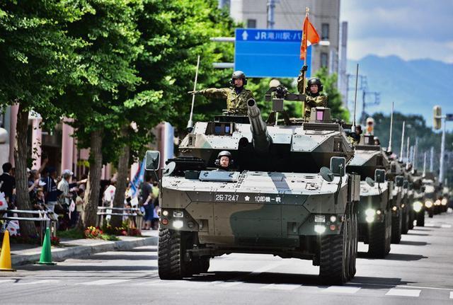 画像2: 市中パレード 沿道に1800人|滝川駐屯地