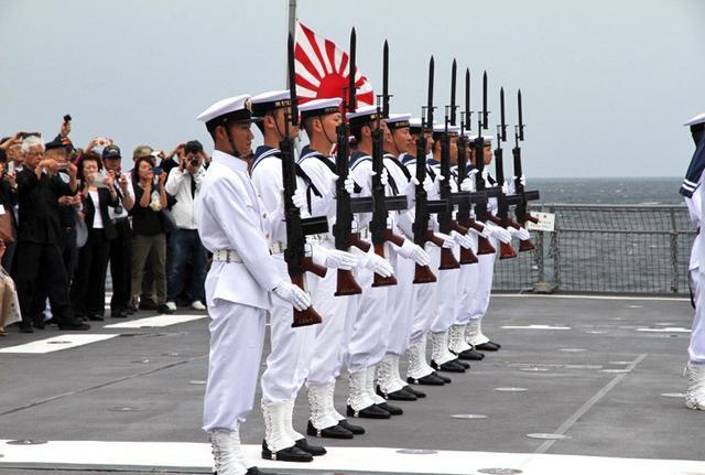 画像4: 洋上追悼式で戦没・殉難者を慰霊|福岡地本
