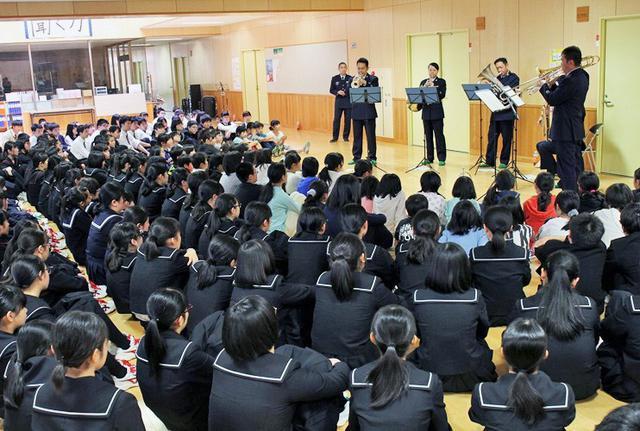 画像4: 北空音が小中高校生に演奏指導|青森地本
