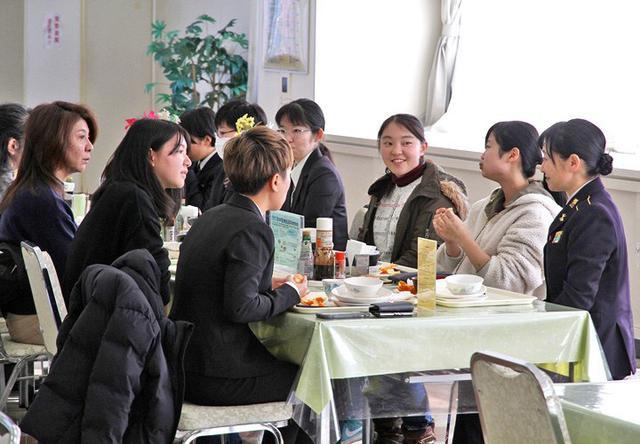 画像2: 女性限定見学会で女性駐屯地司令が講話|岩手地本