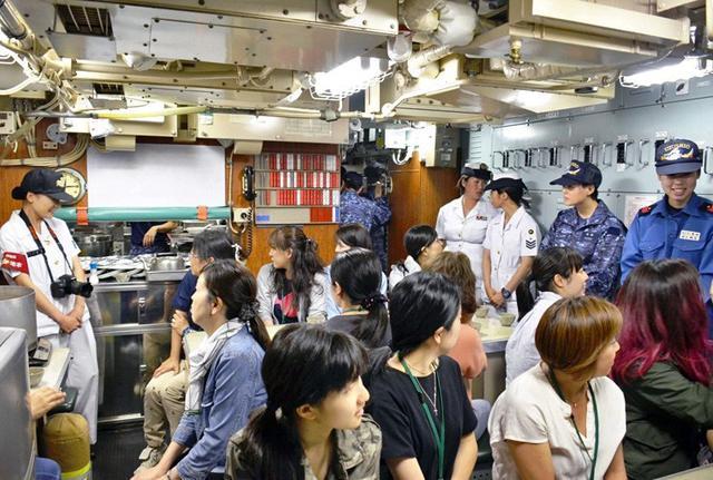 画像1: 潜水艦「うずしお」でガールズトーク|三重地本