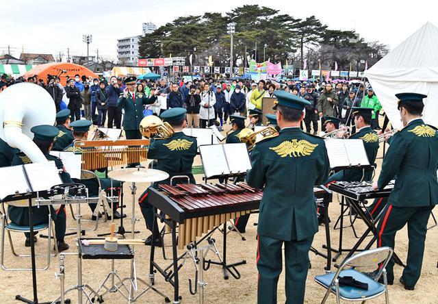 画像2: マラソン大会で演奏、給水支援|勝田駐屯地