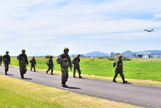 画像4: 自衛官候補生87人、25キロ完歩|守山駐屯地