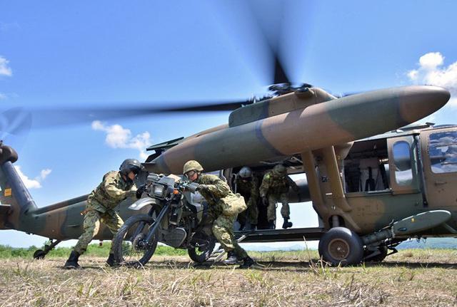 画像1: 空中機動訓練に隊員190人|高田駐屯地