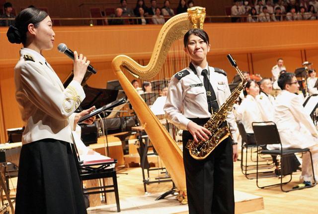 画像3: 歌姫中川3曹、聴衆を魅了|愛知地本