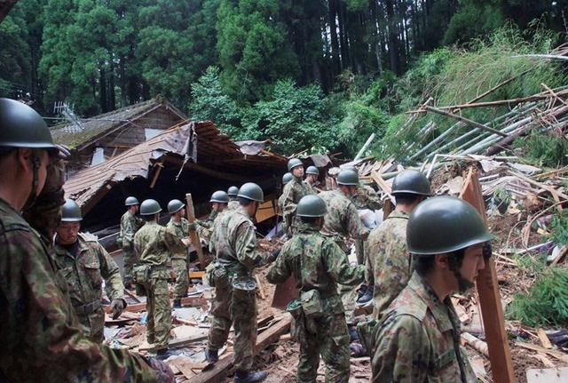 画像1: 九州南部大雨災害に200人出動|国分駐屯地