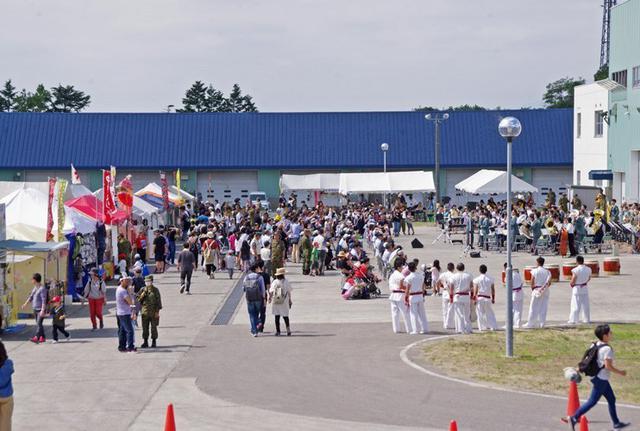 画像16: 創立66周年行事に住民ら1600人|岩見沢駐屯地